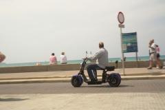 Mann auf dem Roller
