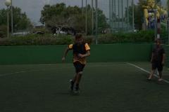 Junge am Fussbalplatz