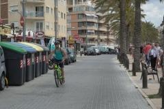 Junge am Fahrradfahren